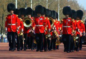 Wisselen van de wacht bij Buckingham Palace