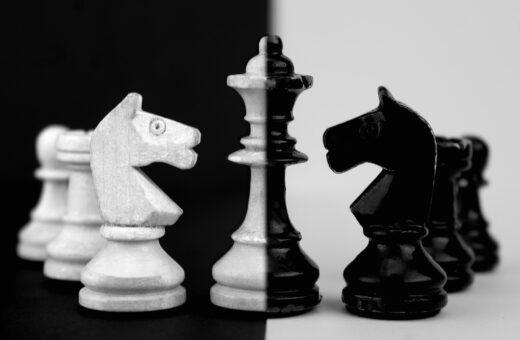 schaakstukken als tegenstanders of bondgenoten
